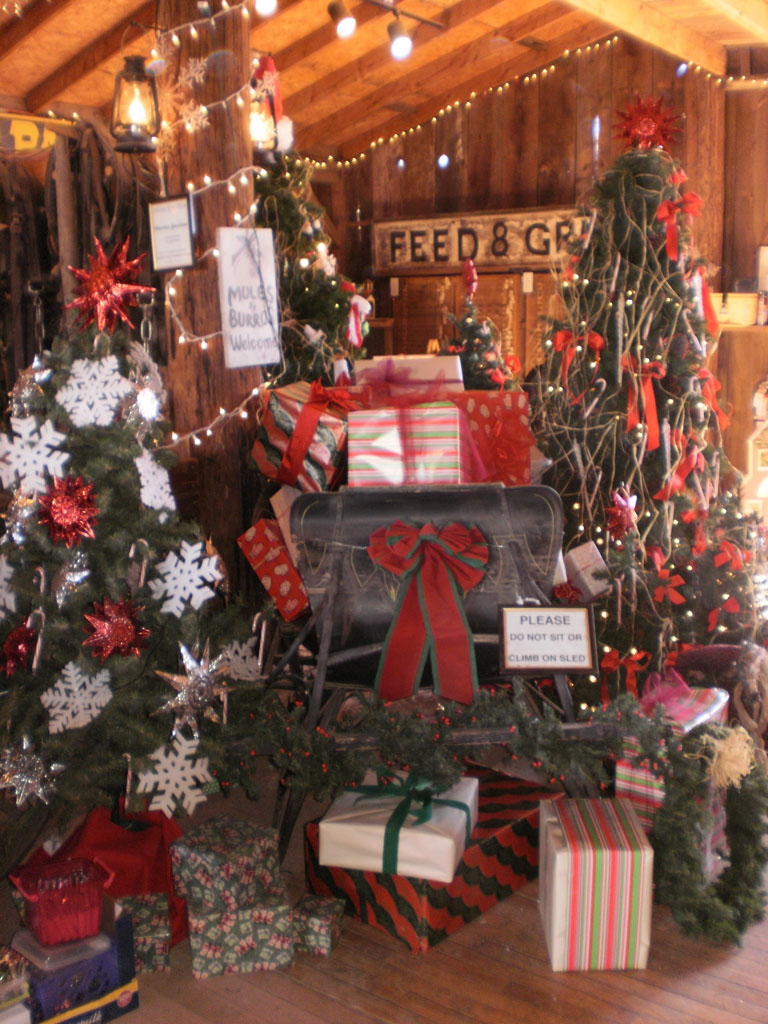 old fashioned christmas in the barn boutique - Old Time Christmas Decorations
